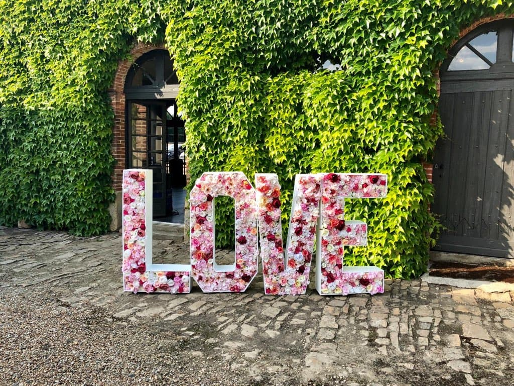 Lettre géante fleurie location décoration